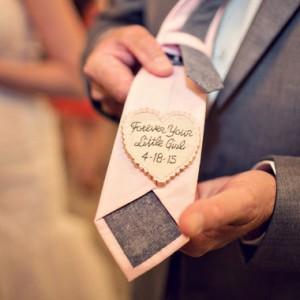düğün fikirleri-düğünde damada küçük notlar bırakın