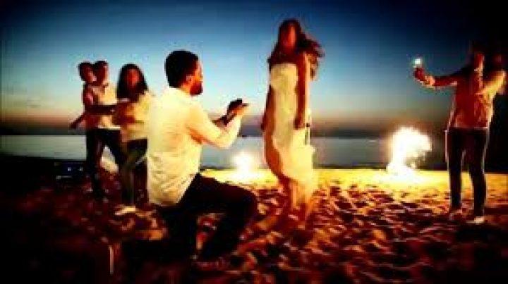 Plajda Evlenenler için Gelinlik Seçimi