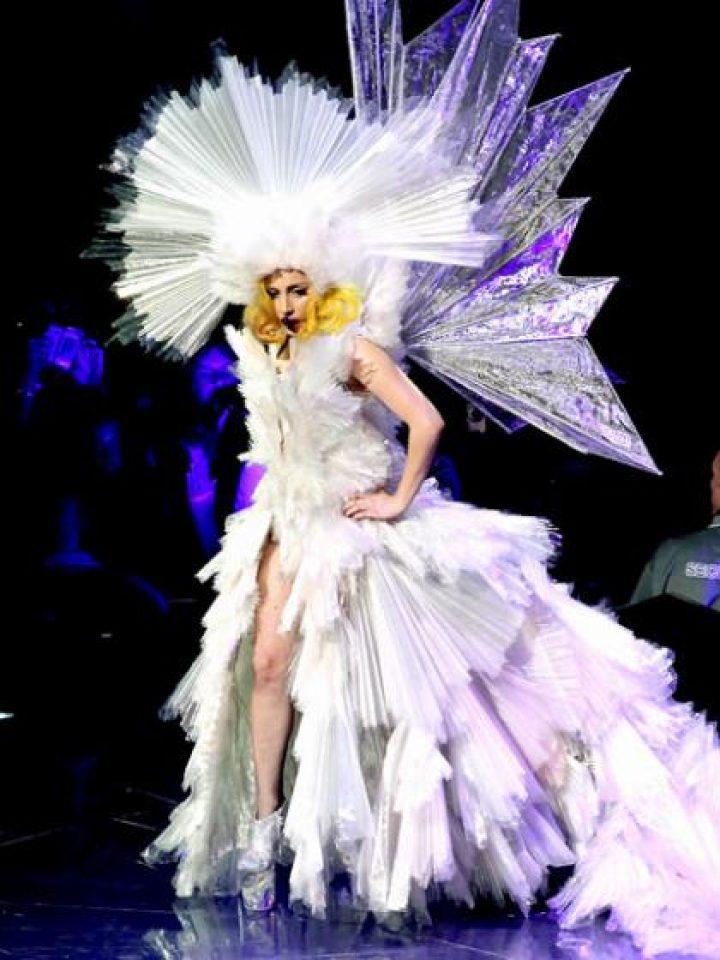 lady gaga'nın buğün düğünü olsa gelinliği nasıl olurdu :)